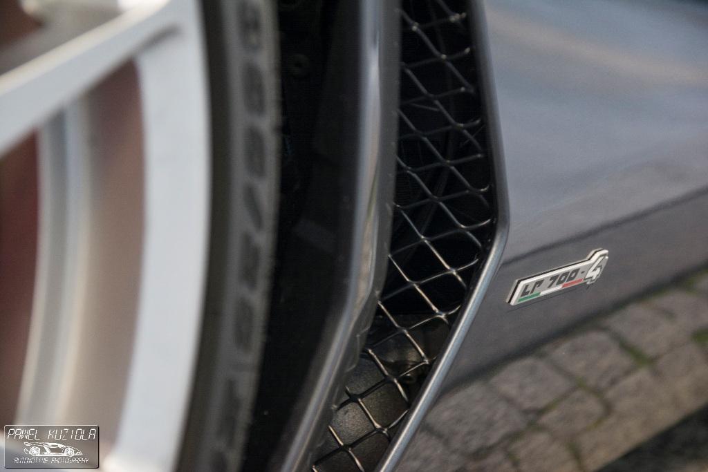 Lamborghini Aventador LP700-4 Roadster -1 (18)