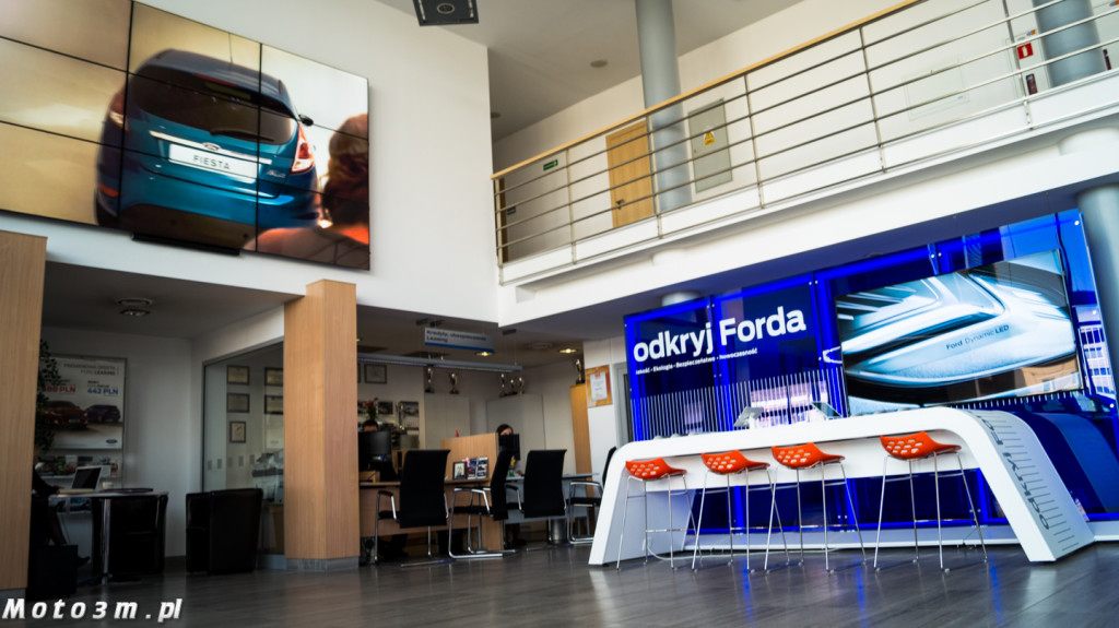 Ford Store w Euro-Car-07000