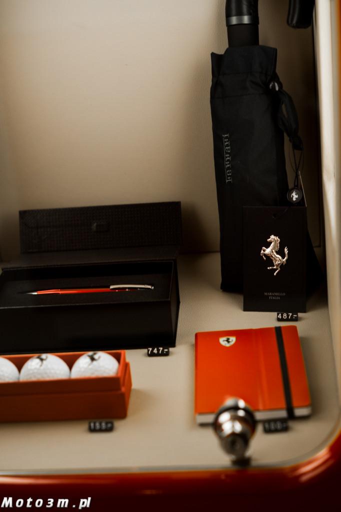 Długopis Ferrari (747 zł), parasolka 487 zł lub piłeczki golfowe (155 zł)