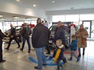 Zainteresowani klienci podczas Dni Otwartych (fot. Toyota Carter Gdańsk)