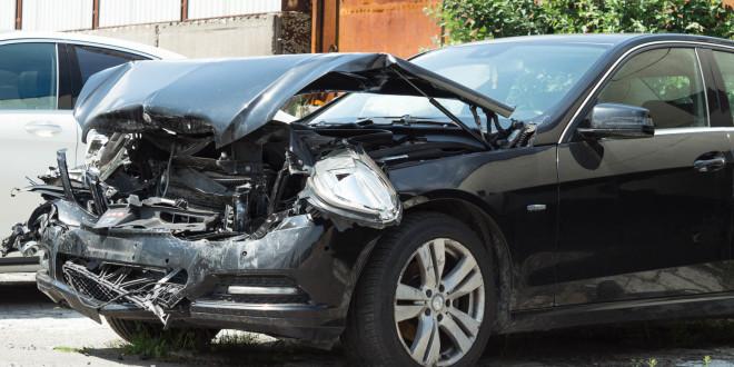 Wypadek, krakswa, rozbity samochód, Mercedes-04029