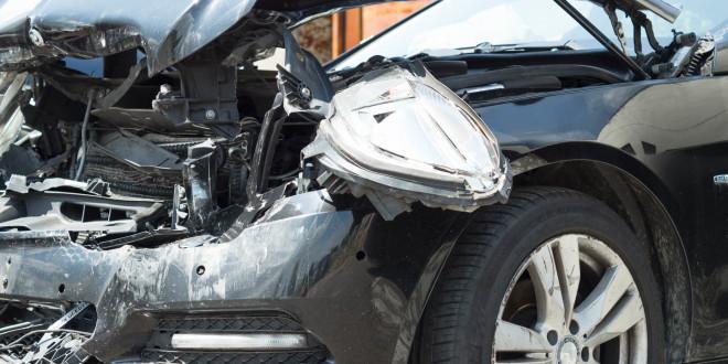 Wypadek, krakswa, rozbity samochód, Mercedes-04030