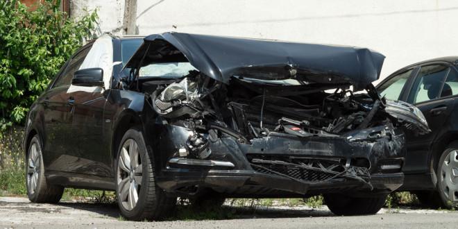 Wypadek, krakswa, rozbity samochód, Mercedes-04035
