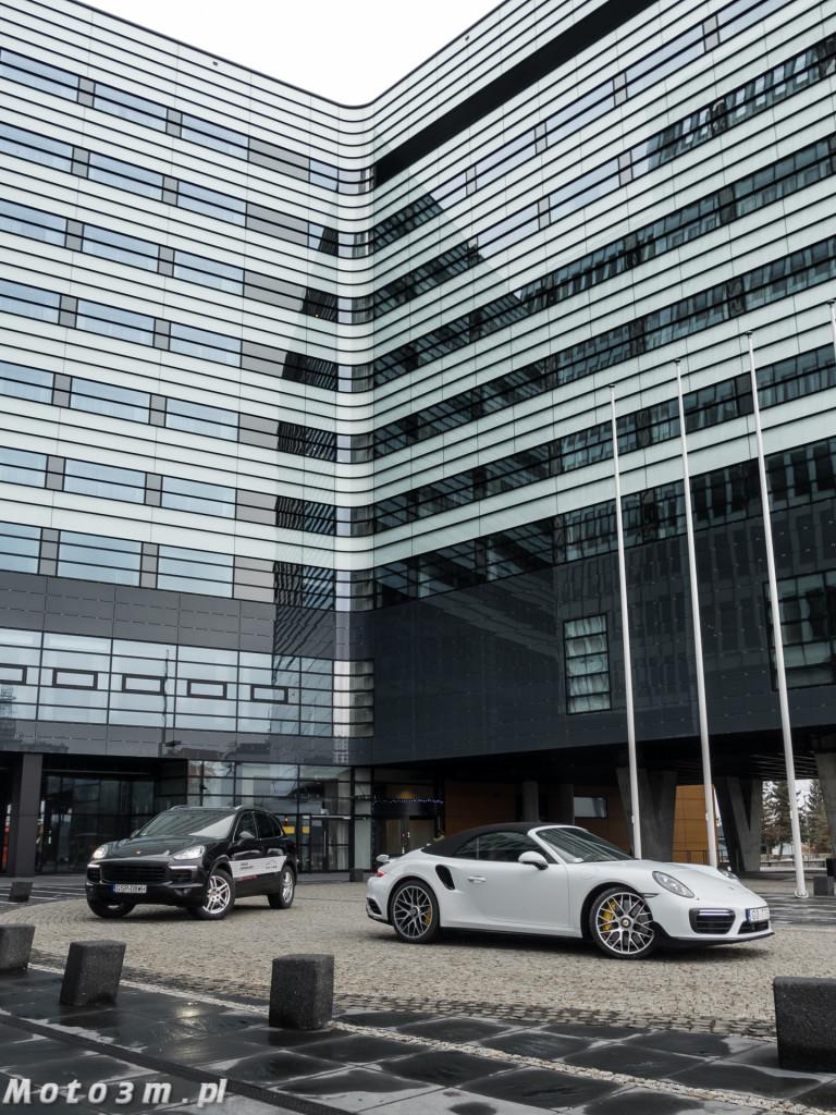 Porsche Cayenne Diesel vs Porsche 911 Turbo S 991_2-1340333