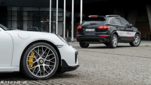 Porsche Cayenne Diesel vs Porsche 911 Turbo S 991_2-1340336