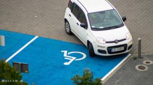 Miejsca parkingowe dla inwalidów-08275