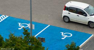Miejsca parkingowe dla inwalidów-08276