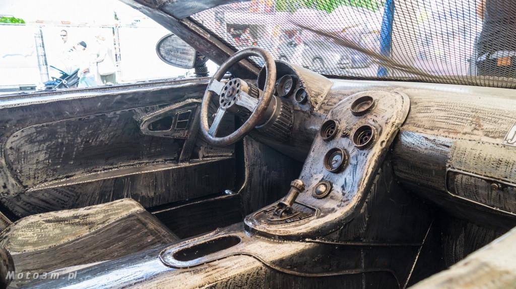 Rzeźba Bugatti Veyron wykonana ze złomu w Gdyni-08455