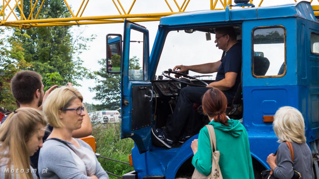 Wystawa polskich samochodów - FSO Pomorze w sali BHP w Gdańsku-09140