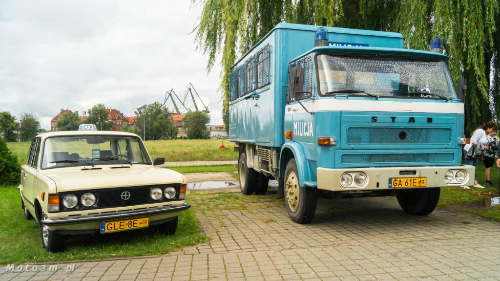 Wystawa polskich samochodów - FSO Pomorze w sali BHP w Gdańsku-09180