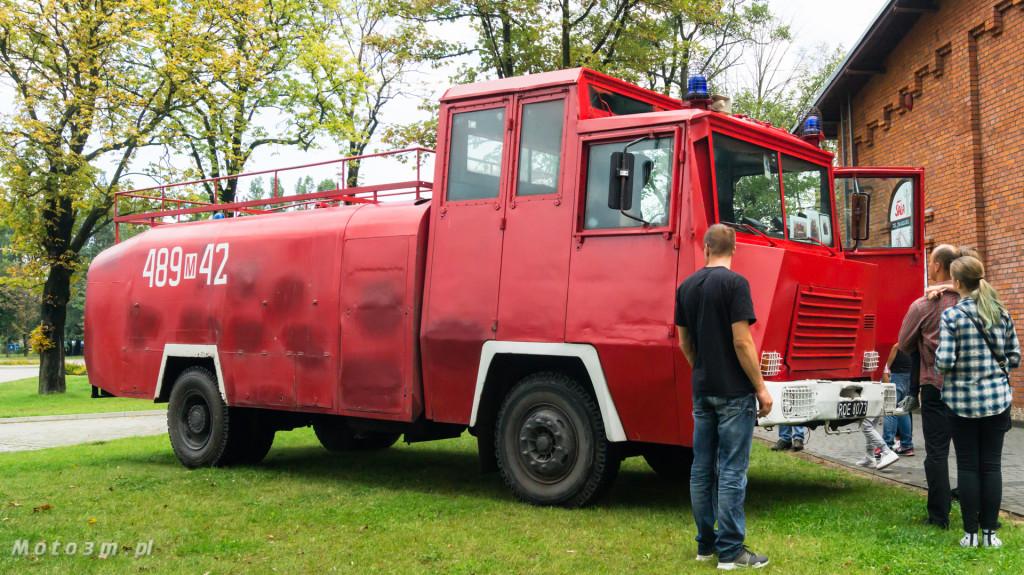 Wystawa polskich samochodów - FSO Pomorze w sali BHP w Gdańsku-09188