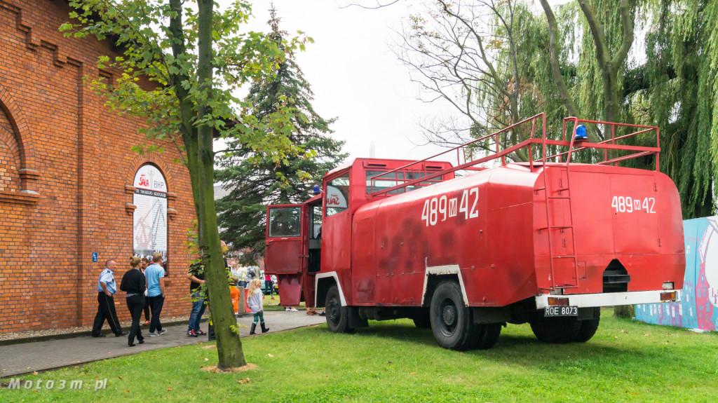 Wystawa polskich samochodów - FSO Pomorze w sali BHP w Gdańsku-09193