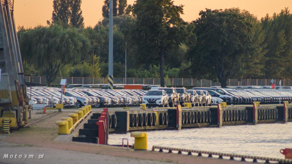 Port Gdańsk, wolny obszar celny i wiele Nissanów-09295