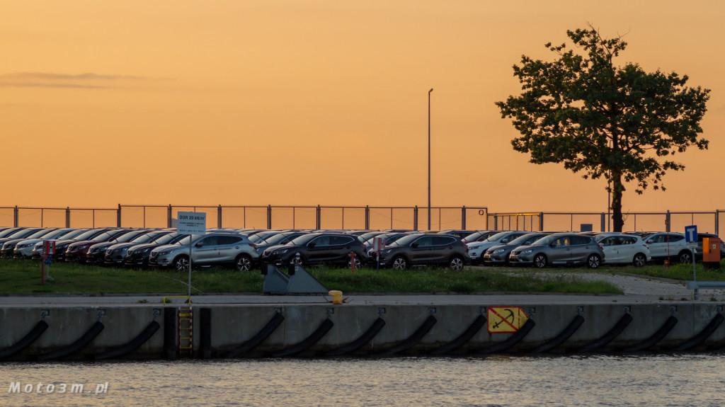 Port Gdańsk, wolny obszar celny i wiele Nissanów-09299