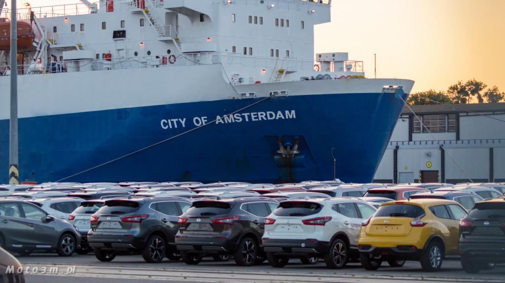 Port Gdańsk, wolny obszar celny i wiele Nissanów-09307
