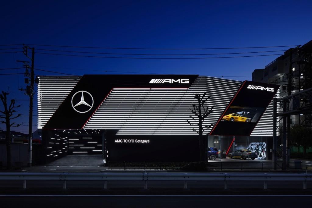 Mercedes-AMG Showroom w Tokio Setagaya. Fot.Mercedes-AMG Mercedes-AMG showroom in Tokyo Setagaya;