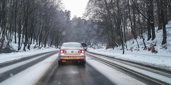 Droga, ulica, śnieg zaśnieżona jezdnia-152855