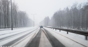 Droga, ulica, śnieg zaśnieżona jezdnia-154012