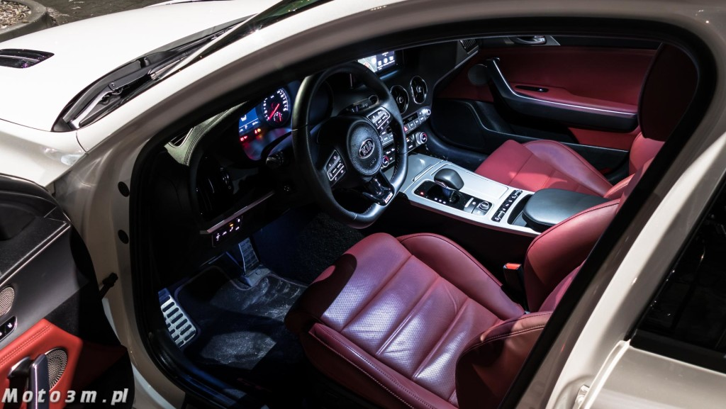 KIA Stinger GT 3.3 V6 370 KM - test Moto3m-1680055