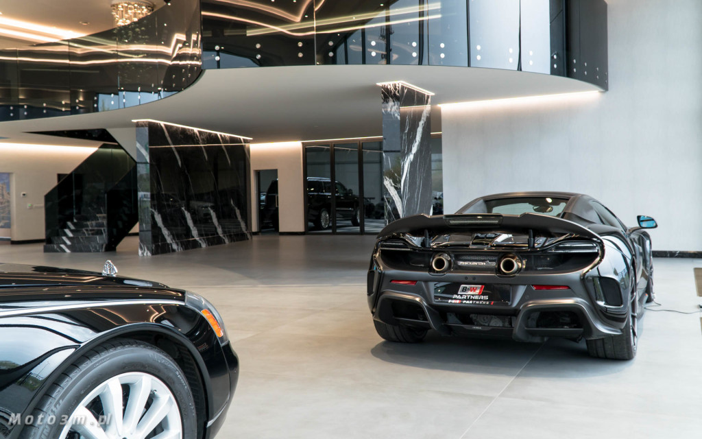 Nowy salon samochodów luksusowych B&W Partners w Straszynie-0752