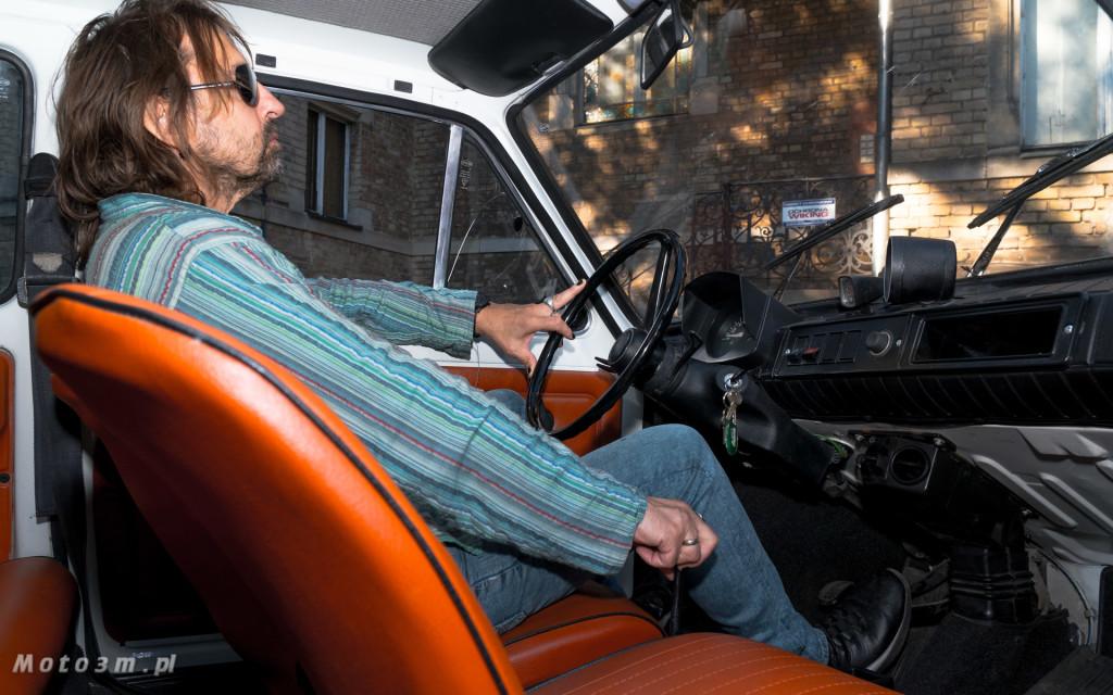 Krzysztof Jaryczewski z Oddziału Zamkniętego i Fiat 126p - Moto3m.pl-6027