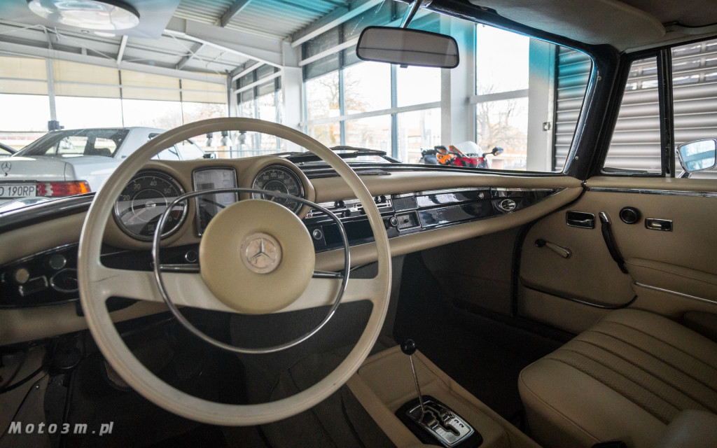 Mercedes-Benz 280 SE W111 w salonie ECI w Gdańsku -03049