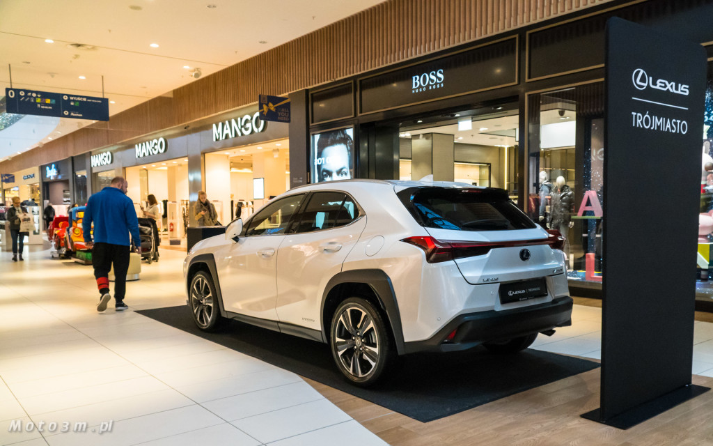 Nowy crossover Lexus UX - prezentacja w Centrum Handlowym Riwiera-05187