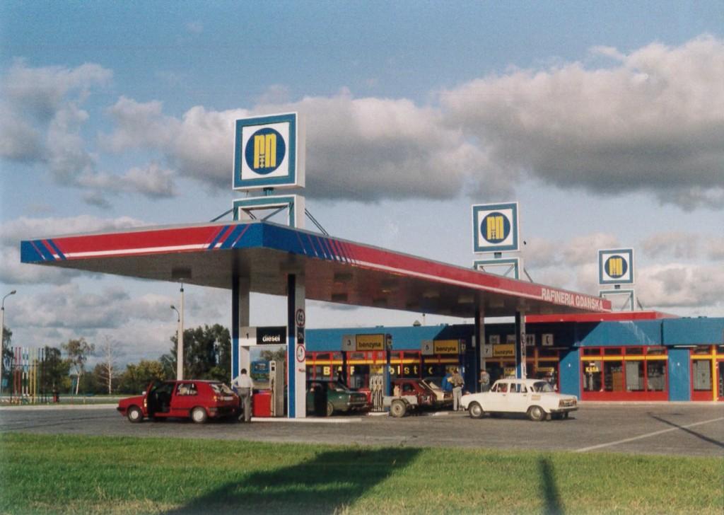 Pierwsze stacje własne sieci LOTOS (dawniej Rafinerii Gdańskiej) . otwarto w 1992 roku.  Fot. LOTOS