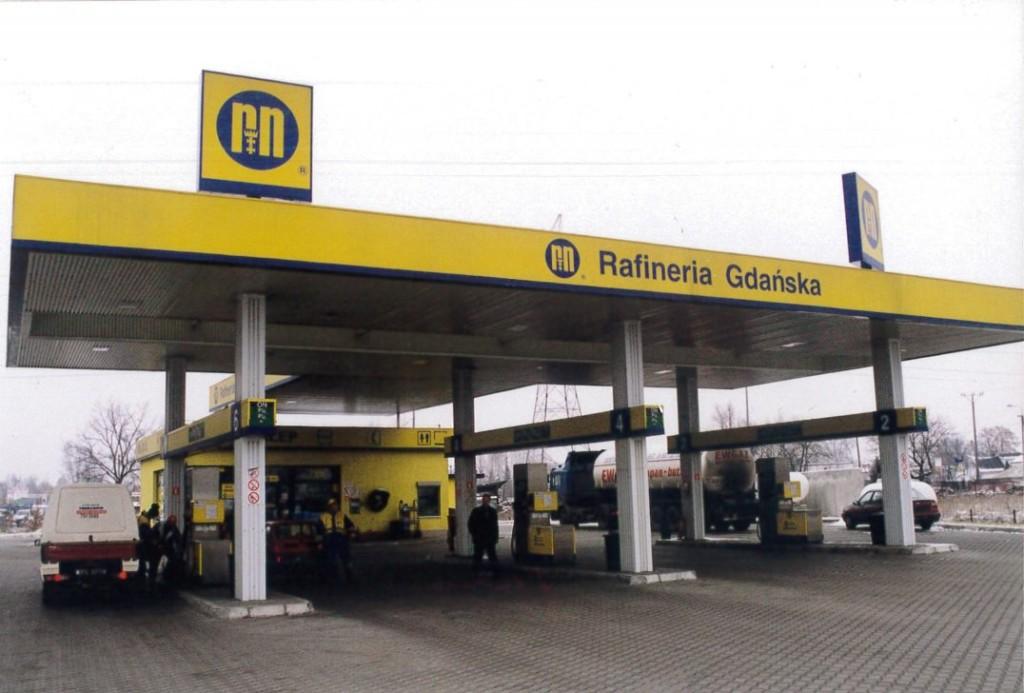 Żółto-niebieska kolorystyka stacji pojawiła się w 1995 roku. (fot. LOTOS)
