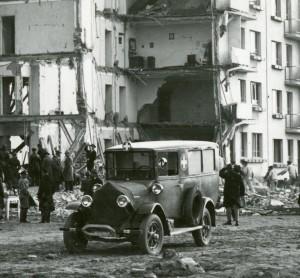 Karetka  - ul. Bema w Gdyni - wybuch gazu w budynku mieszkalnym. Zdjęcie z E. Kwiatkowskim (mat.prasowe)