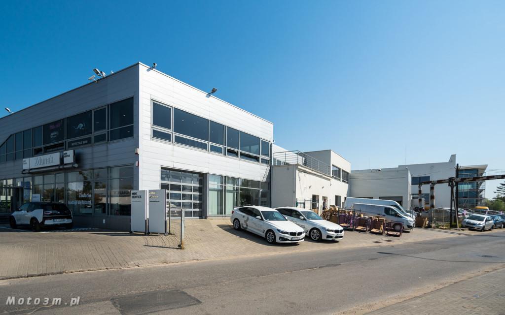 Dotychczasowy salon i serwis BMW Zdunek przy Miałki Szlaku ustąpi miejsca obiektowi Renault, który powstanie w II etapie przebudowy. Z tyłu, po prawej, widoczny nowo powstały budynek BMW.
