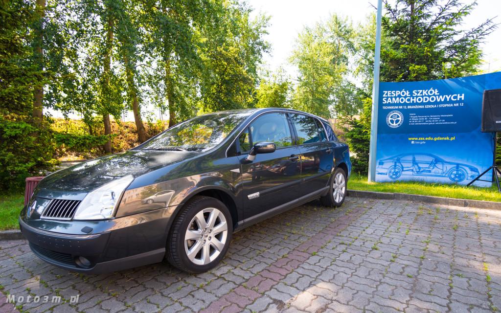 Renault i Grupa Zdunek przekazały Zespołowi Szkół Samochodowych silniki, skrzynię biegów oraz samochody do nauki-03180