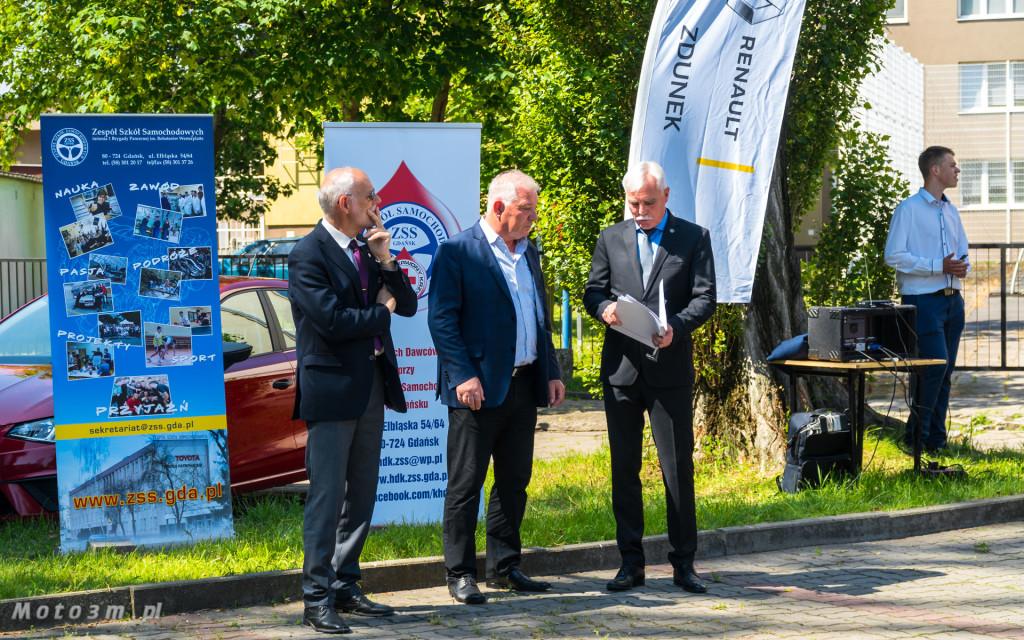 Renault i Grupa Zdunek przekazały Zespołowi Szkół Samochodowych silniki, skrzynię biegów oraz samochody do nauki-03191