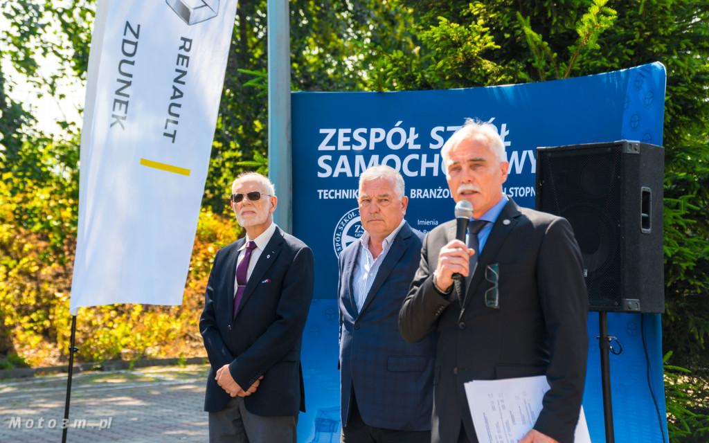 Renault i Grupa Zdunek przekazały Zespołowi Szkół Samochodowych silniki, skrzynię biegów oraz samochody do nauki-03196