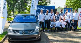 Renault i Grupa Zdunek przekazały Zespołowi Szkół Samochodowych silniki, skrzynię biegów oraz samochody do nauki-03230