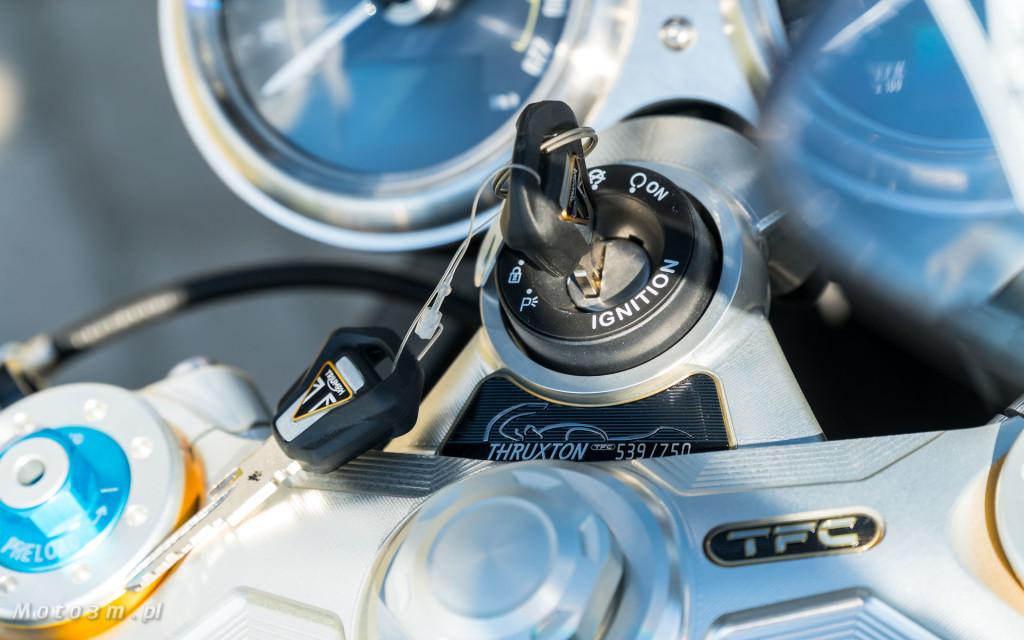 Jeden z 750 motocykli Triumph Thruxton TFC sprzedany w Gdańsku-03500